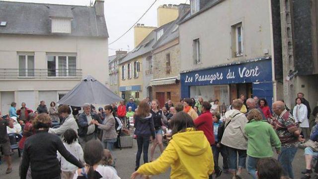 un-14-juillet-breton-et-familial-place-saint-thomas